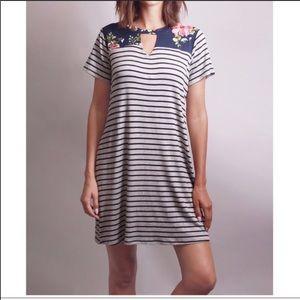 Dresses & Skirts - New Arrival! Floral Stripe Dress
